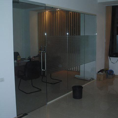 Compartimentare birou sticla securizata