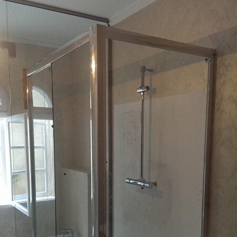 Compartimentare baie sticla securizata